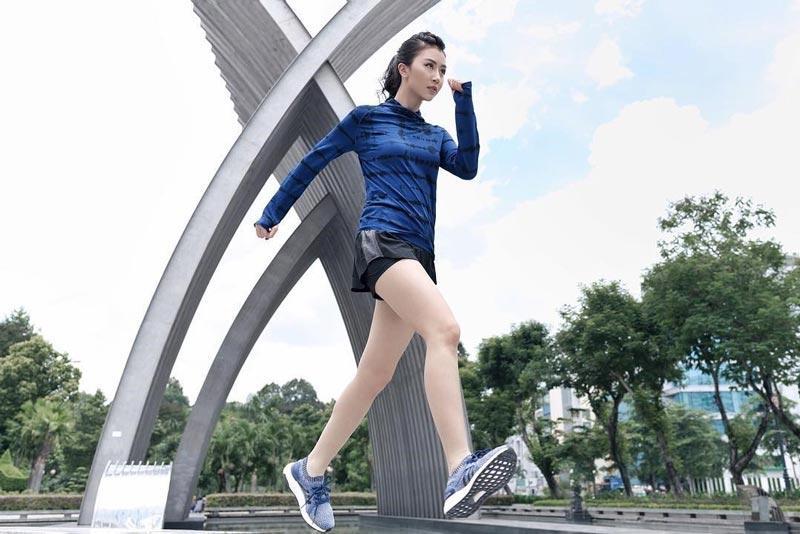 hít thở đúng cách khi chạy bộ