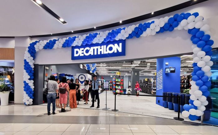 shop giay chay bo sai gon Decathlon Tan Phu